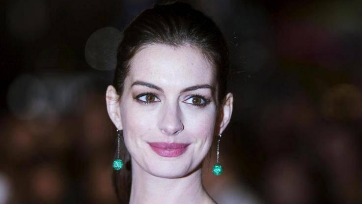"""Anne Hathaway: """"Mio figlio odia sentirmi cantare"""""""