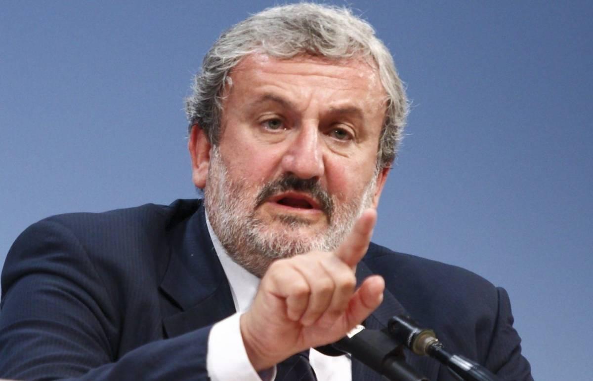 """Emiliano soccorre Renzi: """"Bisogna dargli una mano"""""""