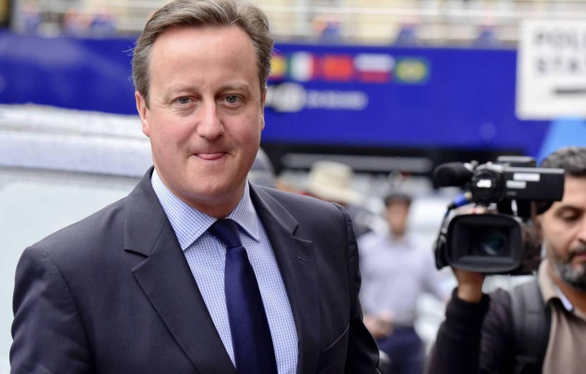 """La confessione di Cameron: """"Ho sempre odiato la bandiera Ue"""""""
