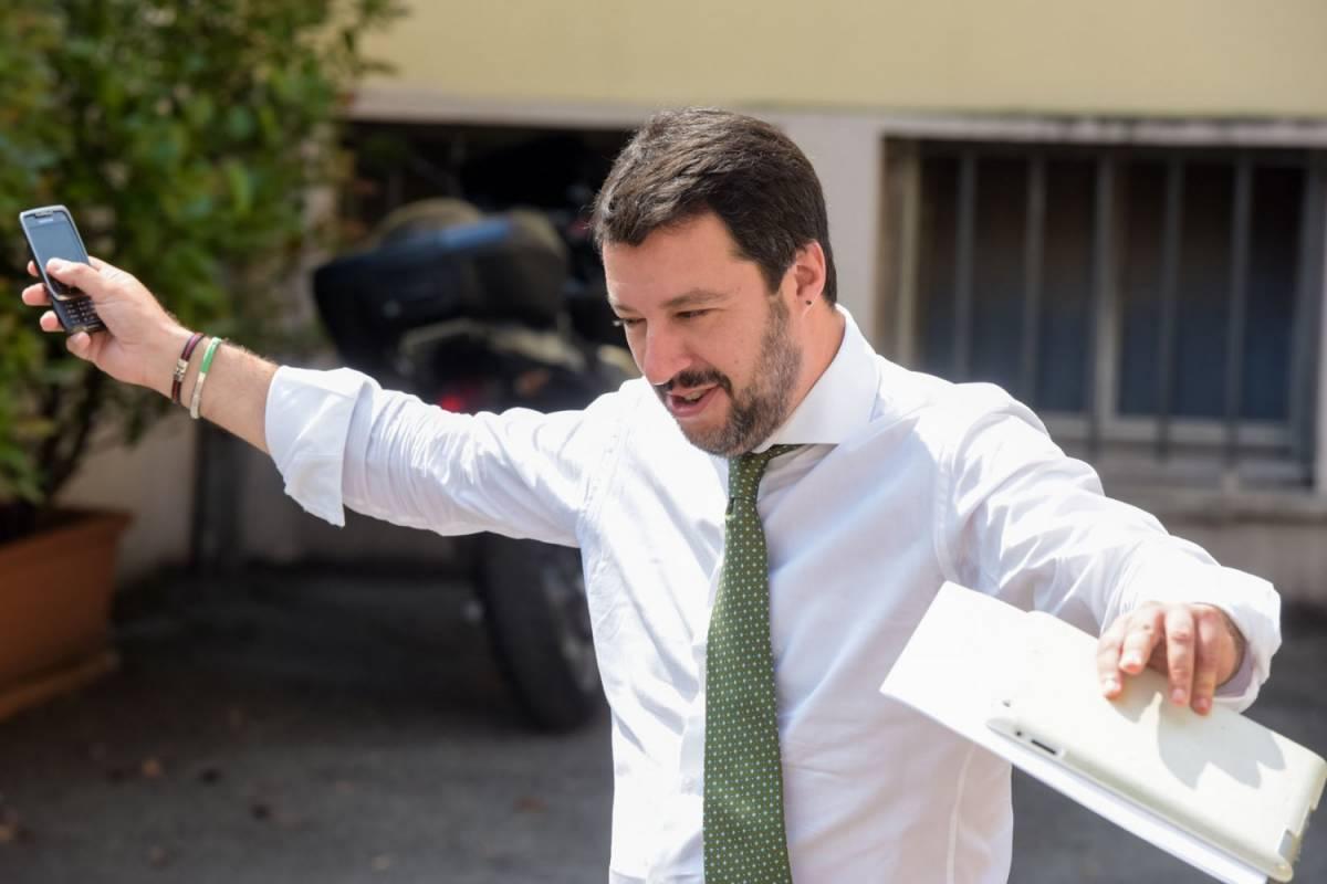 Salvini spara: Mattarella complice di scafisti