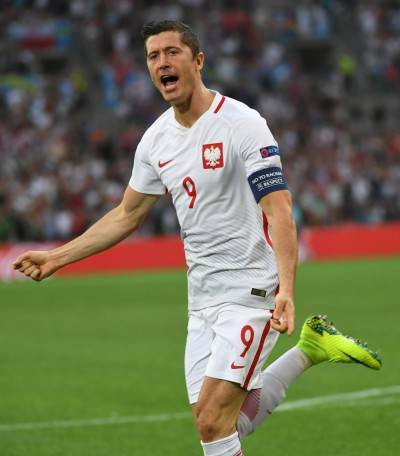 """Bayern, l'agente di Lewandowski contro una giornalista: """"Impara a cucinare"""""""