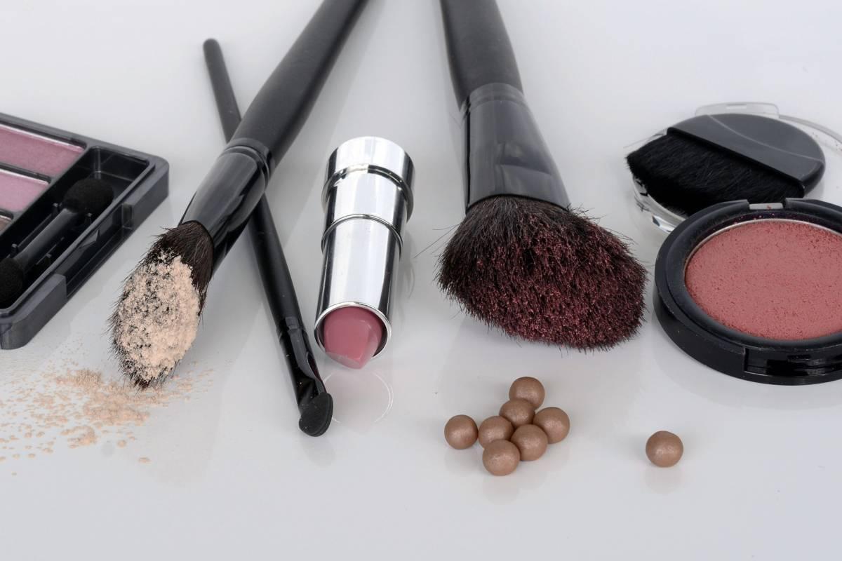 Make up: gli errori che fanno male alla salute