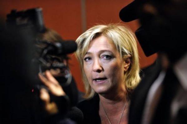 Francia, Le Pen prima nei sondaggi: tre punti su Fillon