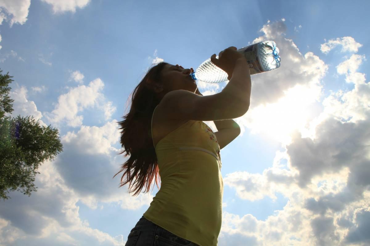 Idratazione: quanta acqua bere e come reintegrare i liquidi