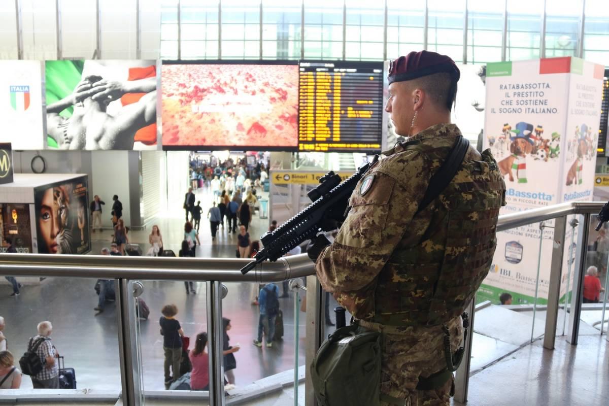 """Operazione """"Strade sicure"""" nelle stazioni d'Italia"""