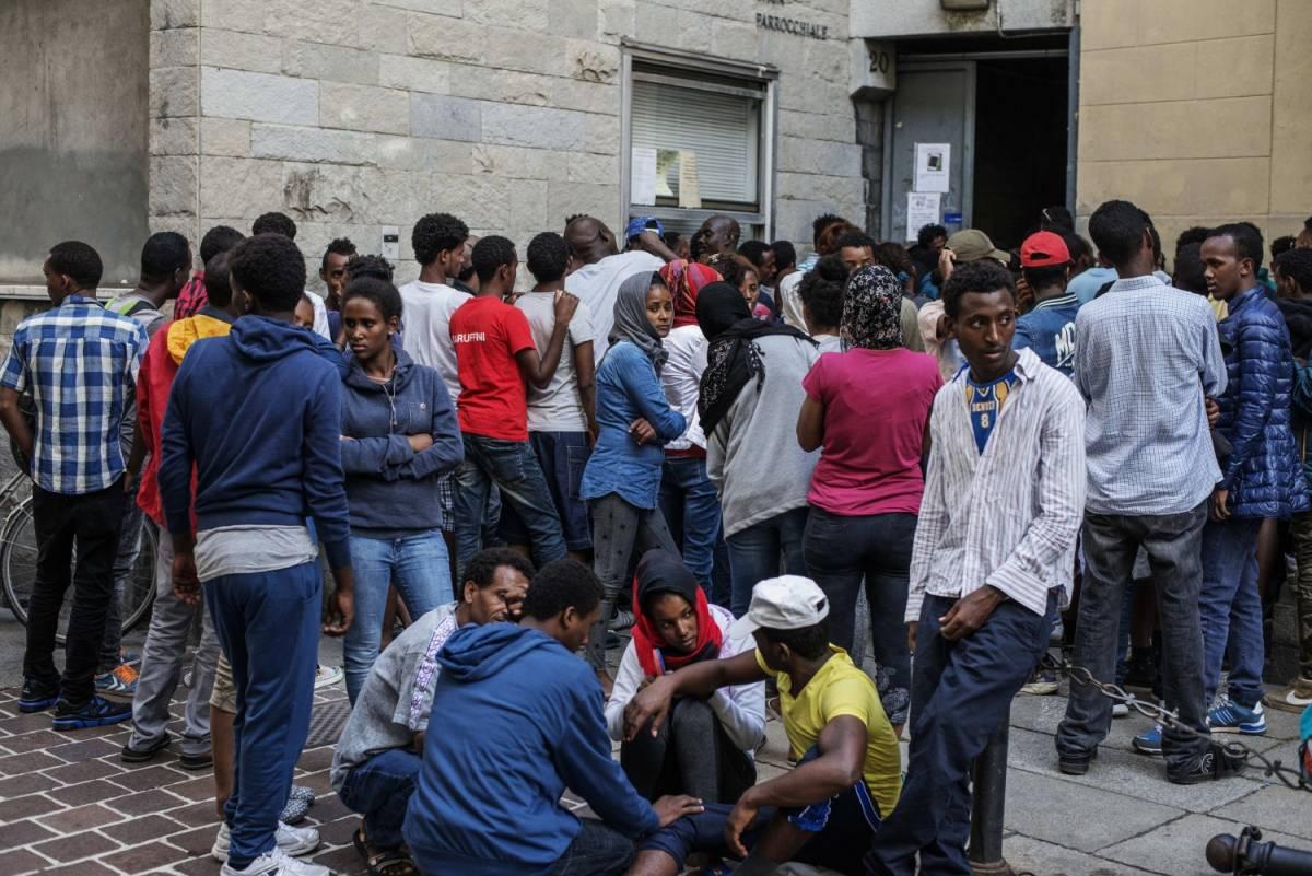 """Boom di migranti """"omosessuali"""". Iscritti all'Arcigay per avere asilo"""