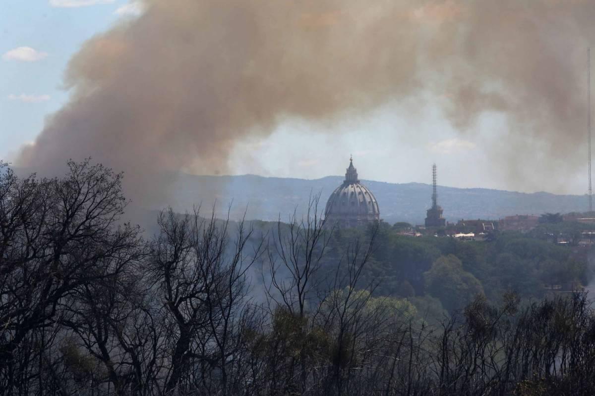 Roma brucia, emergenza incendi
