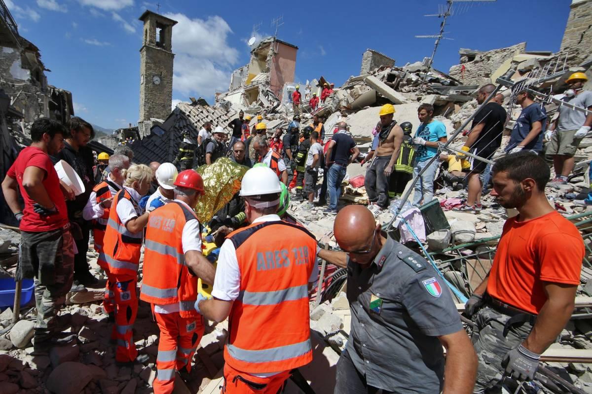 """Terremoto, denuncia della Croce Rossa: """"Non ci fanno aiutare i feriti"""""""
