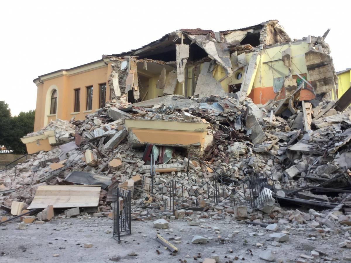 """Così il Comune si vantava della """"sontuosa ristrutturazione"""" della scuola distrutta"""