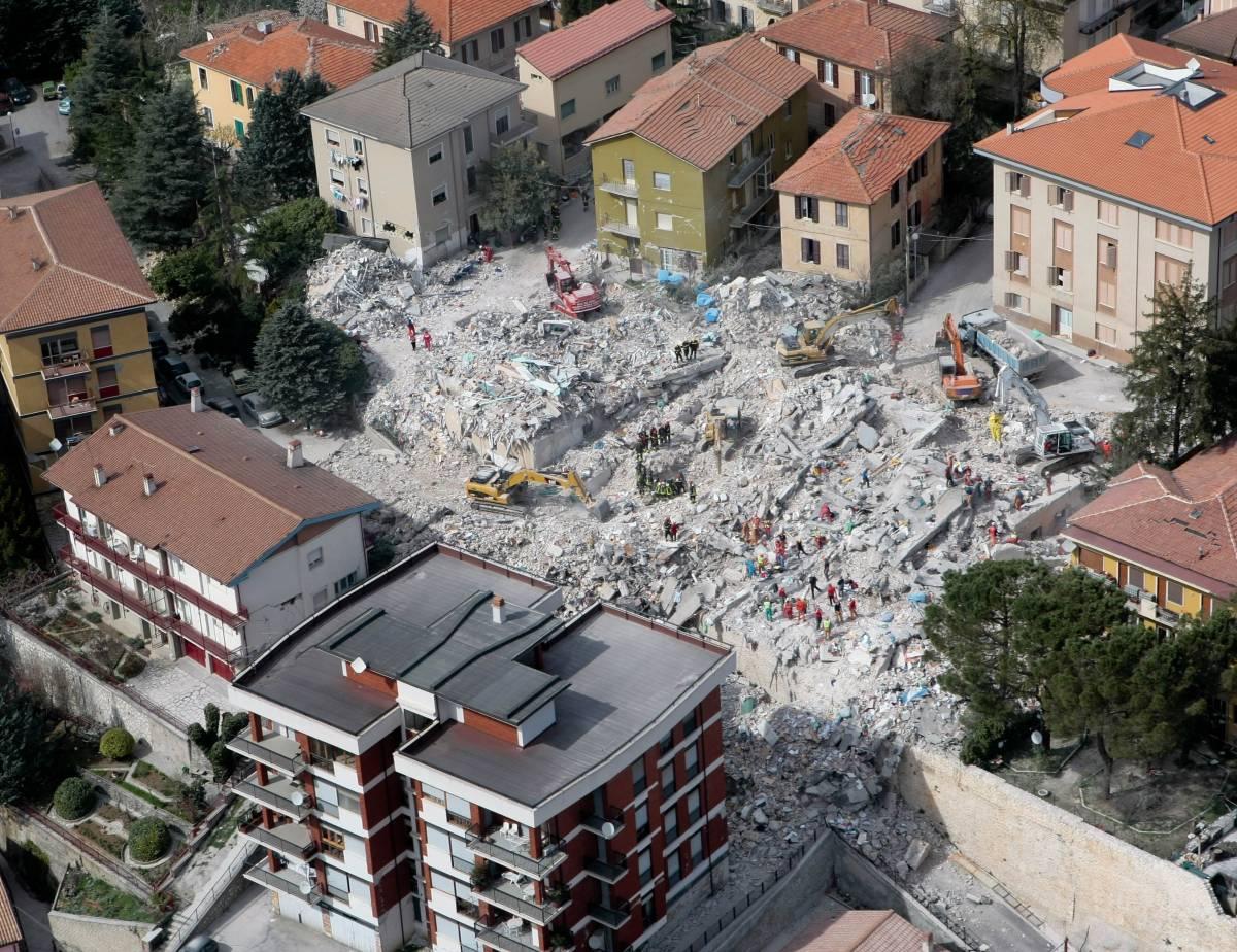 La rivincita del Cavaliere anche all'Aquila dopo bugie e veleni sul post terremoto