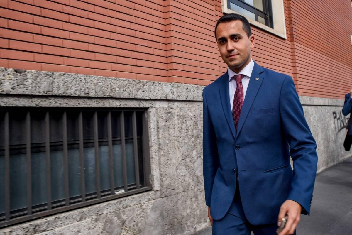 """Di Maio si veste da premier :""""Il M5s non è anti euro"""""""