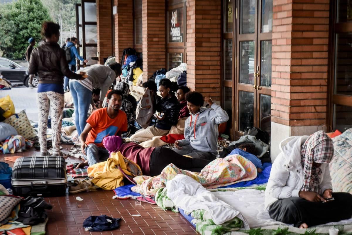 Le coop non fiutano più l'affare: senza soldi scaricano i migranti