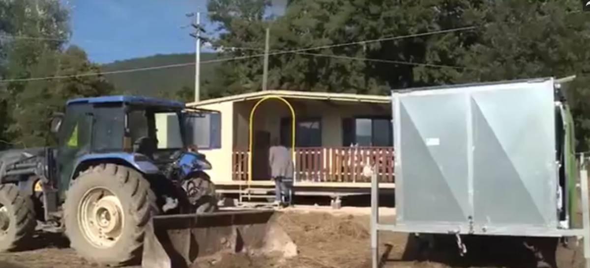 Se i tetti delle casette non reggono il vento