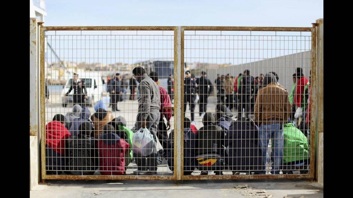"""Il migrante con 4 mogli e 23 figli: """"Prende 320mila euro di sussidi all'anno"""""""