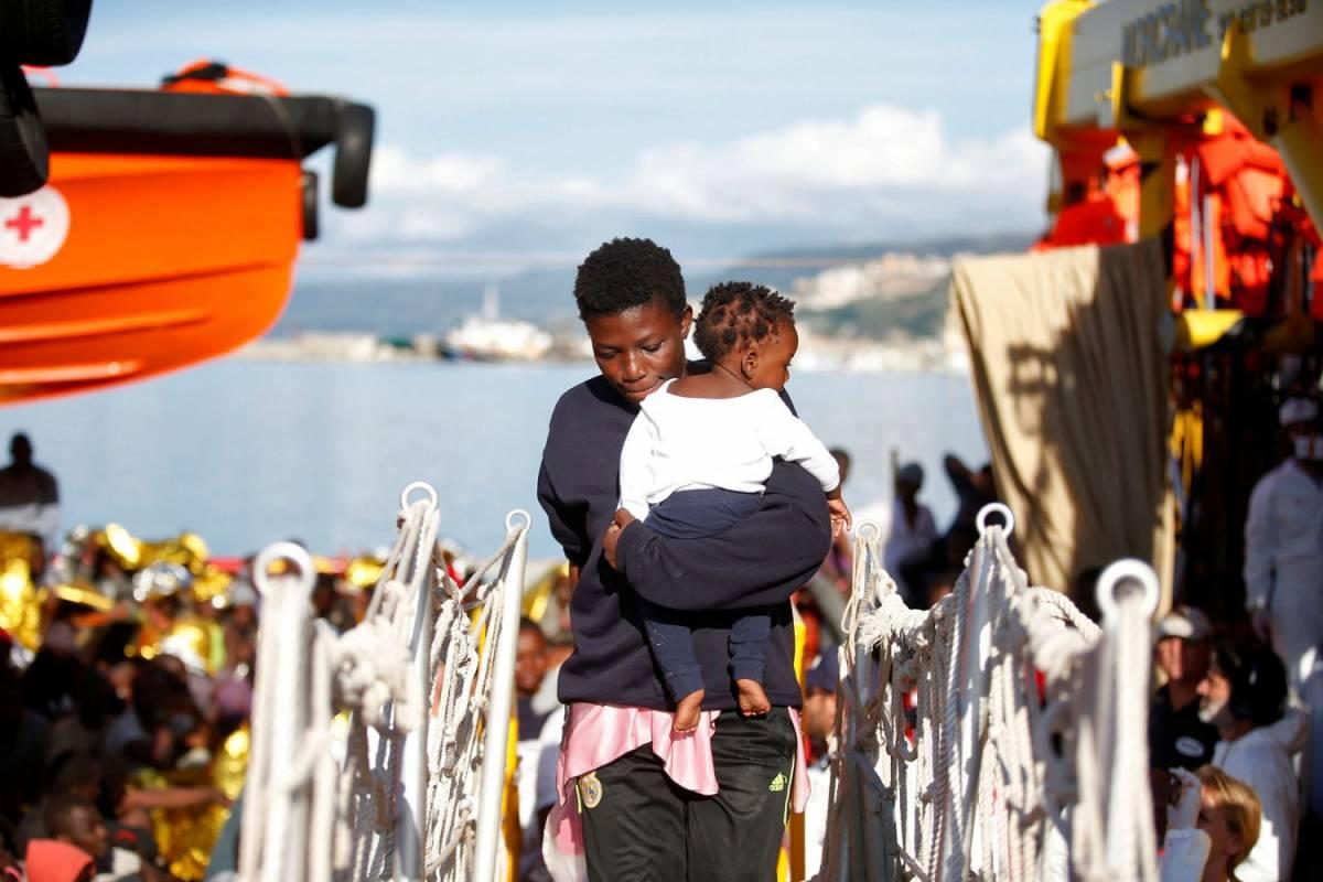 Assalto alle coste italiane: 4mila immigrati sbarcati oggi, mille in arrivo domani