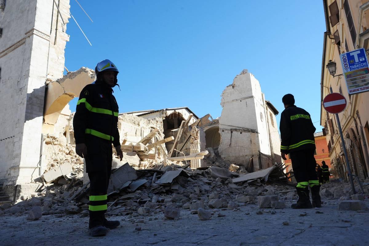 Terremoto, forte scossa 6.5 nel Centro Italia