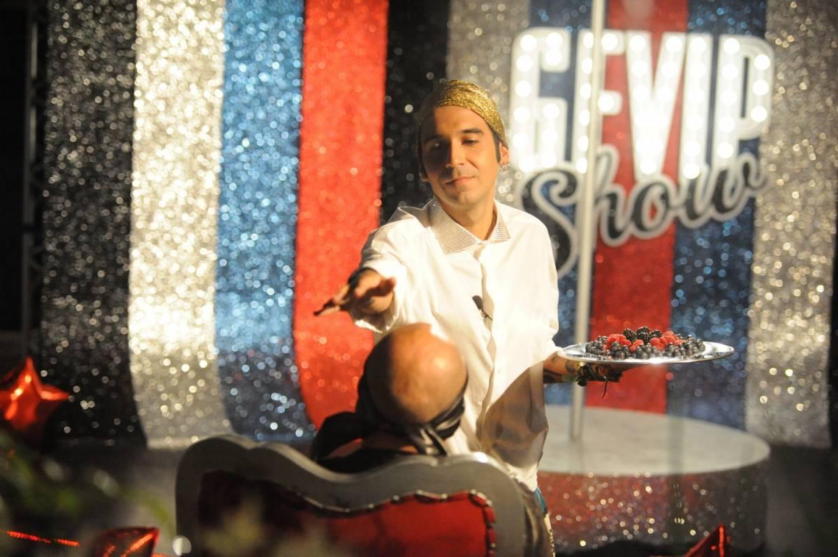 Gf Vip, Bosco Cobos bacia in bocca Stefano Bettarini
