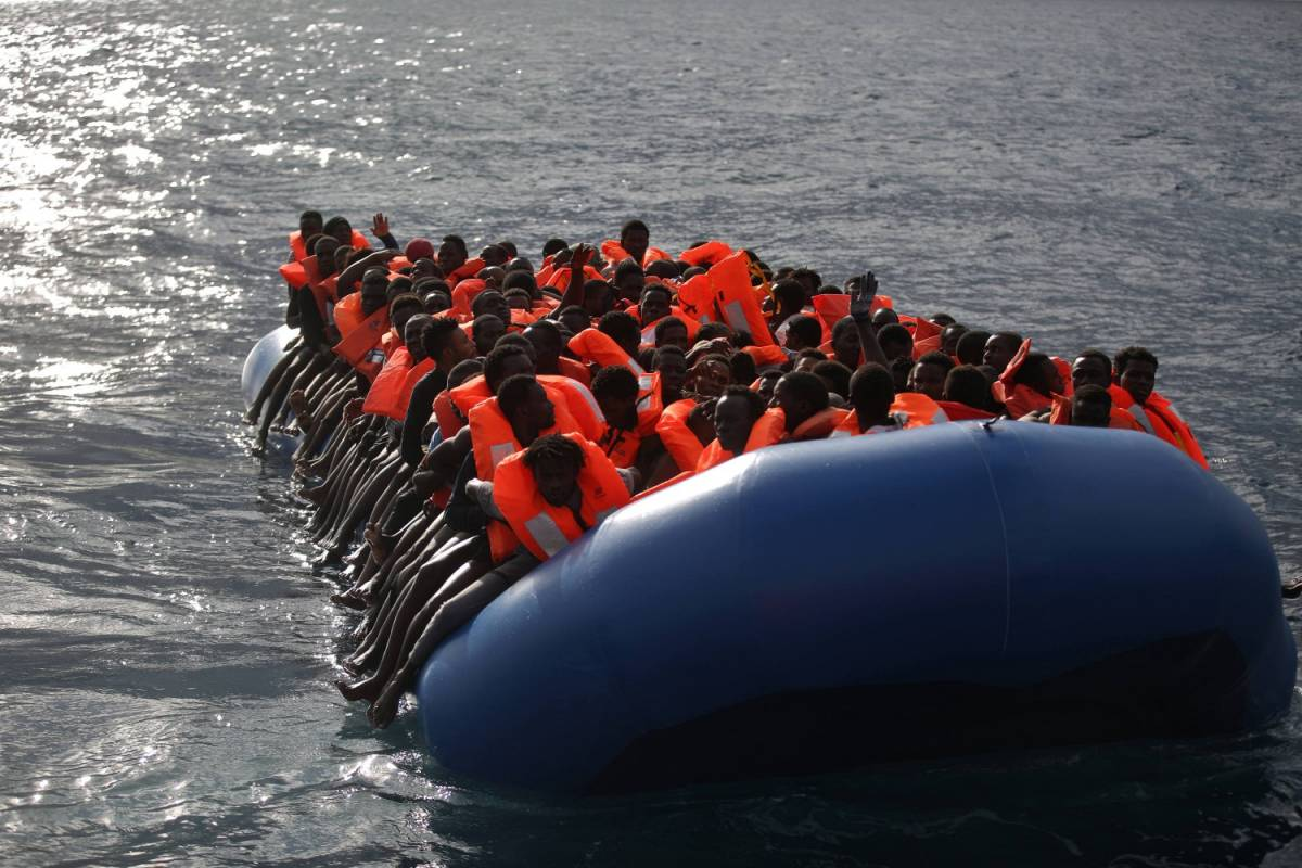 Il piano per fermare l'ondata di clandestini: 10mila rimpatri al mese