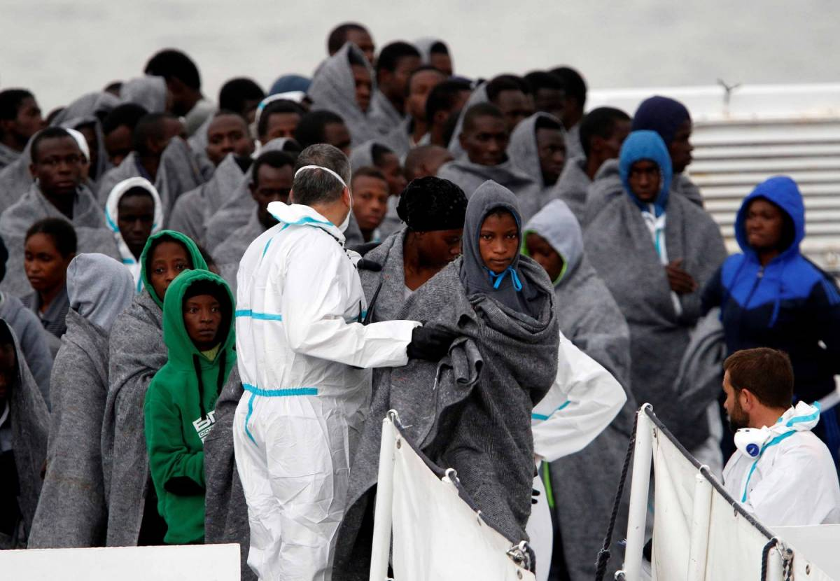 Il piano con la Libia per fermare i migranti: gommoni, elicotteri, sala-radar