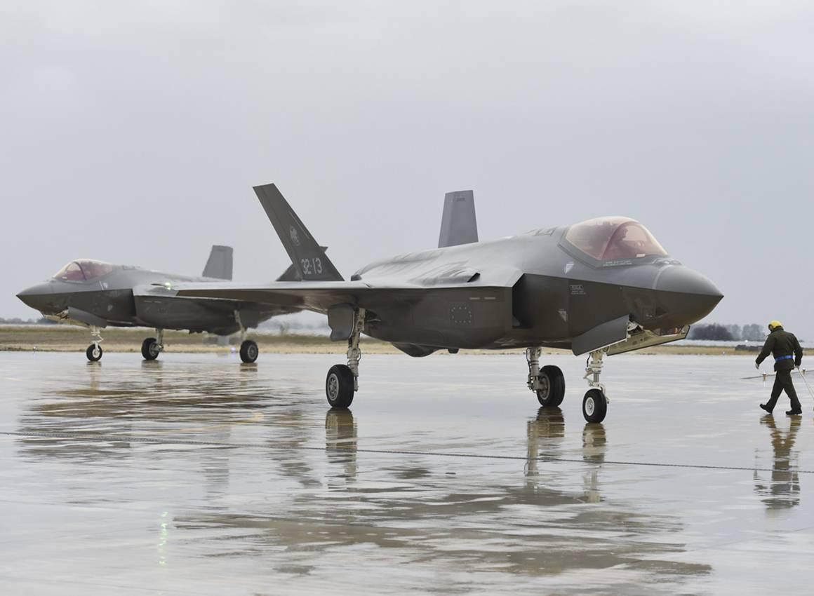 L'Italia riceve i primi due F-35 nel silenzio del governo