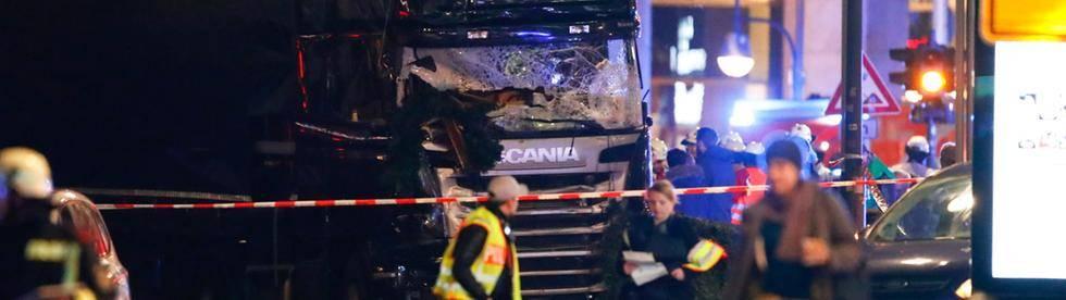 Berlino, camion contro la folla: 12 morti al mercatino di Natale
