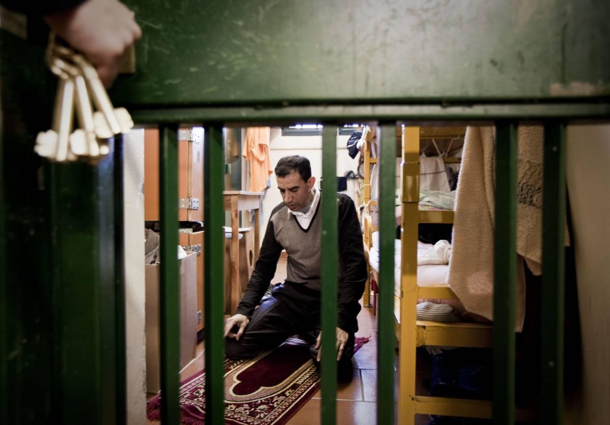 In cella uno su cinque prega Allah