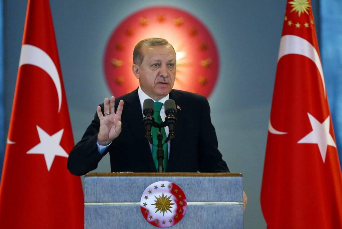 """L'appello di Erdogan ai turchi in Europa: """"Fate almeno 5 figli, il futuro è vostro"""""""