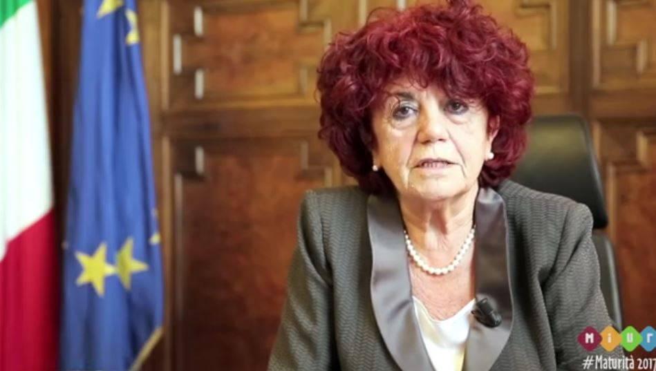 """""""Ministro Fedeli, mia figlia molestata dal suo professore. Lo trova giusto?"""""""