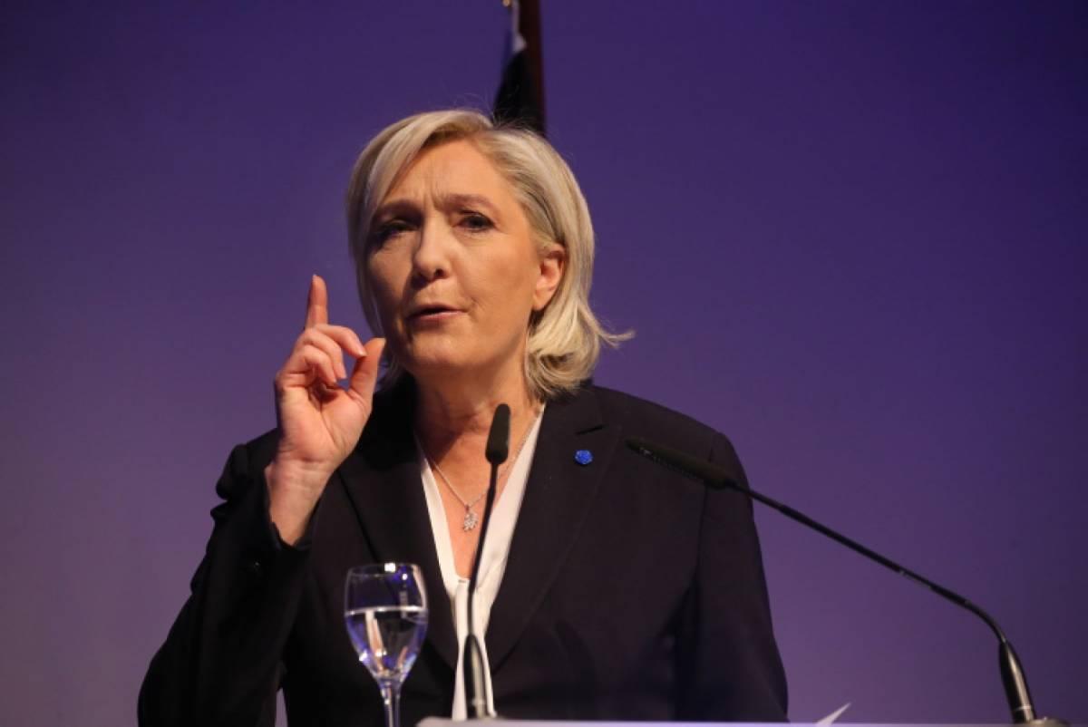 """La promessa di Marine: """"Via da Europa e Nato se diventerò presidente"""""""