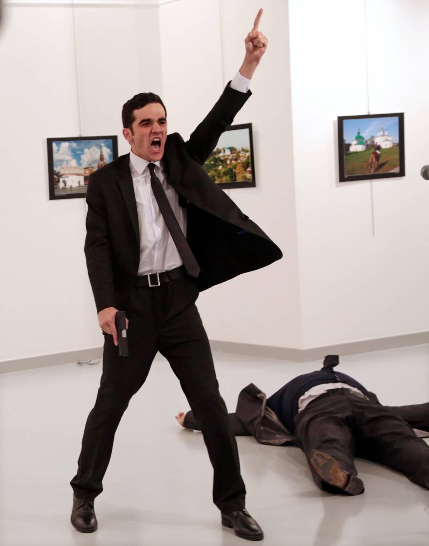 La foto al killer dell'ambasciatore ha vinto il World Press Photo