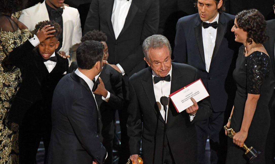 "Oscar, gaffe con la busta: ""La La Land, anzi Moonlight"""