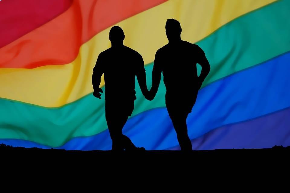 """La """"laurea"""" in omosessualità? Conformismo che offende i gay"""