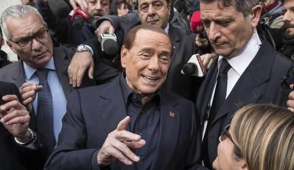 """Il modulo Berlusconi: coalizione """"pentagono"""" per centrare il 40%"""