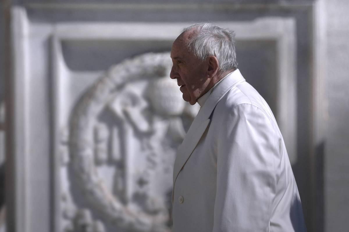 """Migranti, il Papa: """"I campi profughi come i campi di concentramento"""""""