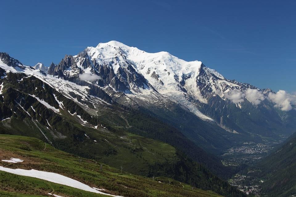 Chamonix, una valanga uccide una guida alpina