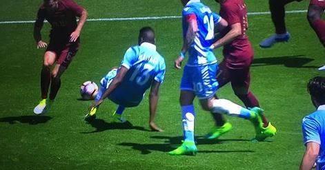 Roma-Lazio, bufera su Orsato. Strootman, il rigore non c'è