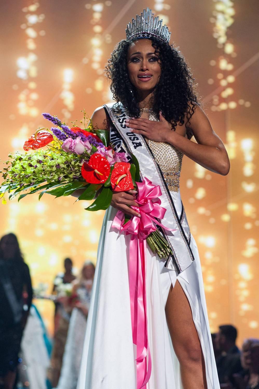 Miss America 2017, la nuova reginetta è nata a Napoli