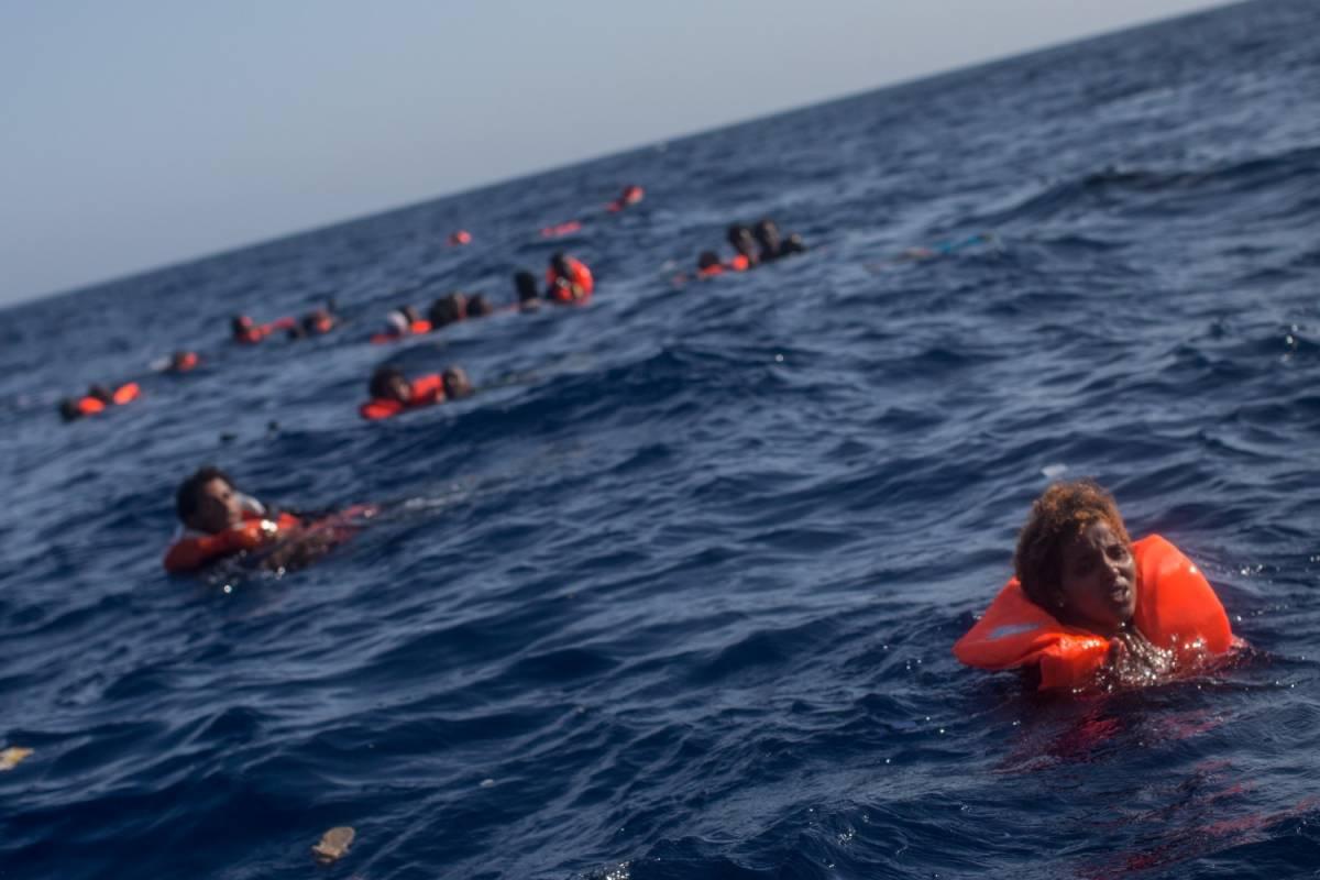 Libia, affondano barconi: oltre 30 i migranti morti in mare