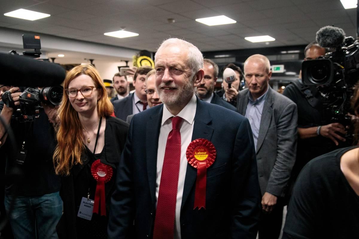 """Corbyn: """"Abbiamo cambiato la politica, ora la May si dimetta"""""""
