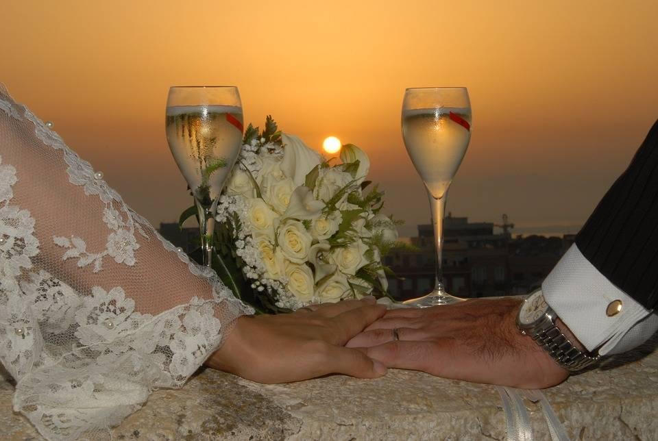 """Napoli, invitano tutti gli immigrati al loro """"matrimonio antirazzista"""""""