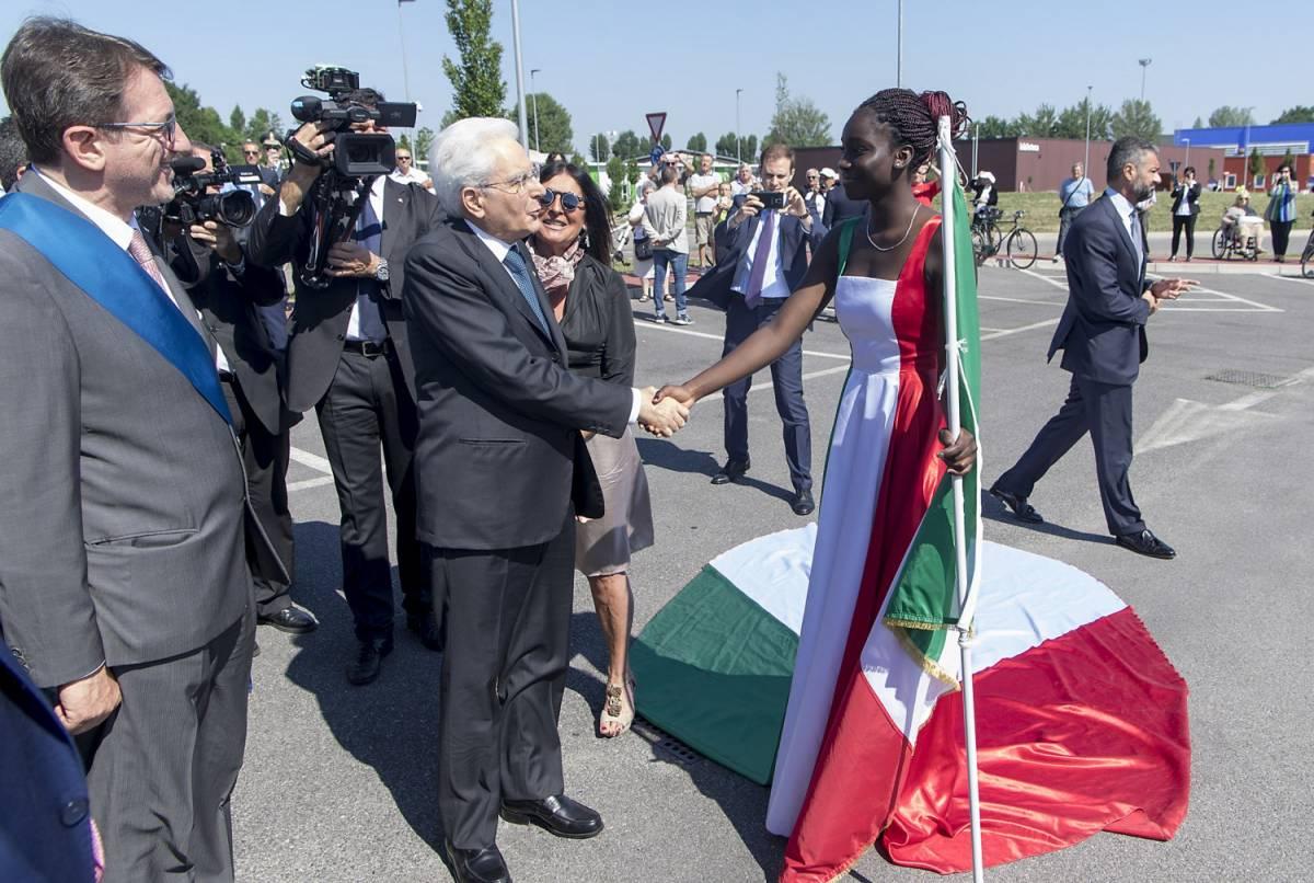 Immigrata veste col Tricolore: denunciata per vilipendio