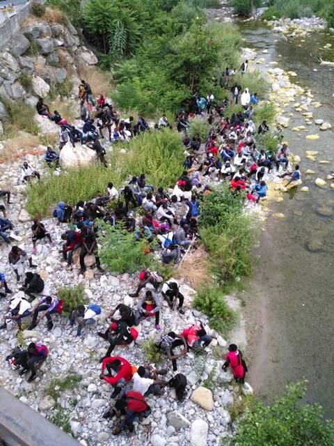 Ventimiglia, migranti in fuga nei boschi