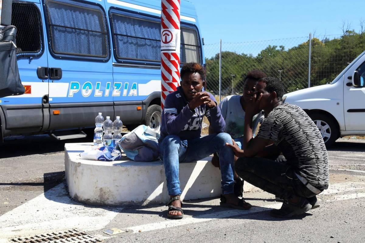 Migranti, sbarchi senza fine: 5.000 salvati ieri, 8.500 oggi