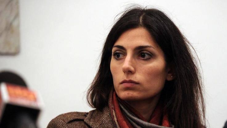 """La Raggi ha sfrattato Fratelli d'Italia: """"Erano morosi dal 1972"""""""