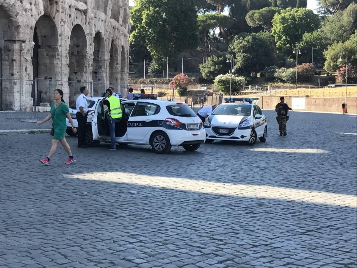 Colosseo, maxi blitz anti-abusivi: multe per 190mila euro