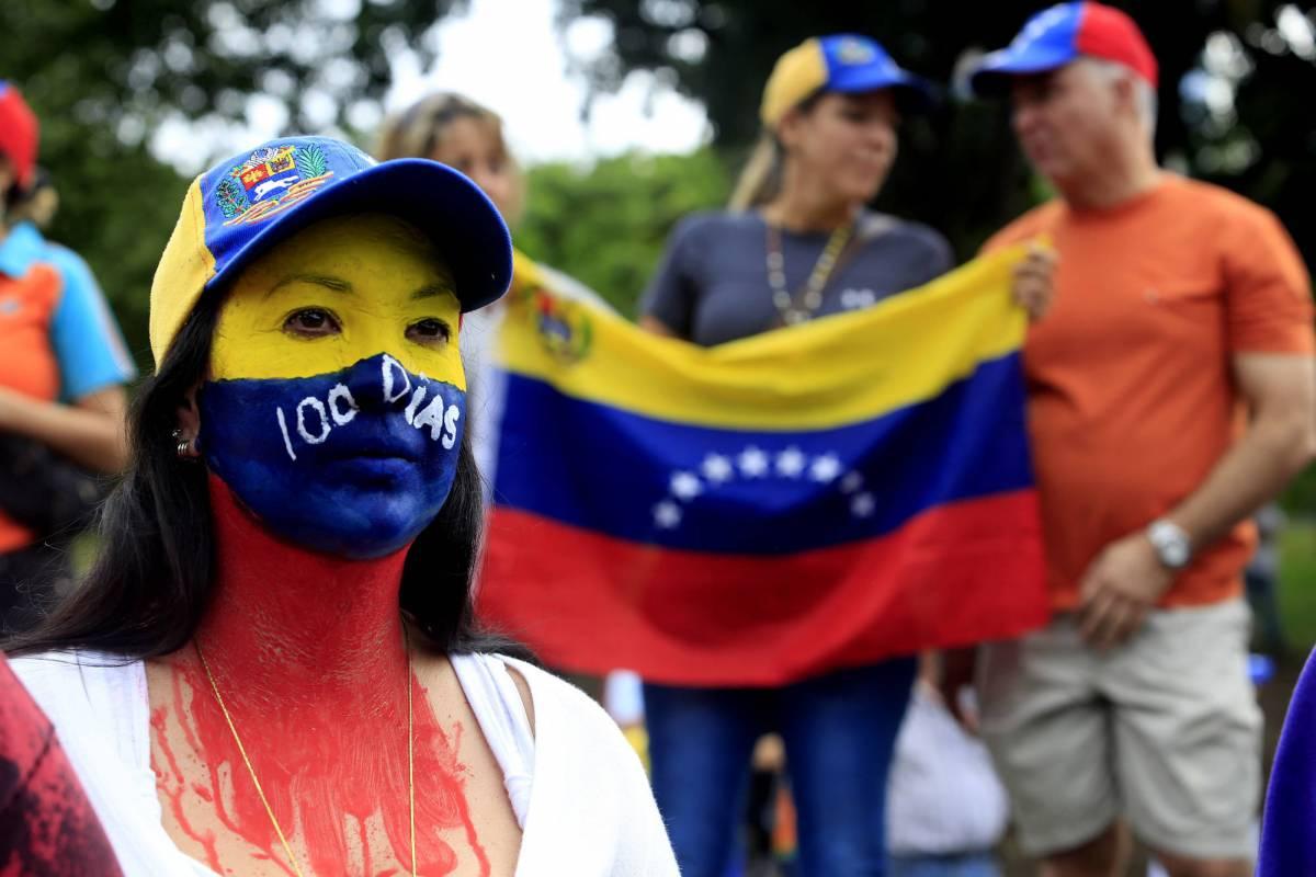 Al voto 14 milioni di venezuelani per il referendum contro Maduro