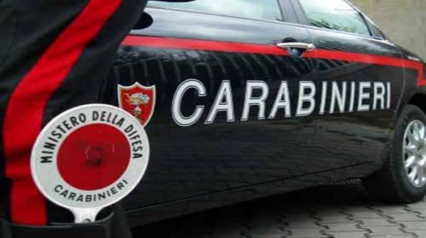 I carabinieri sparano e fermano i rom e le loro figlie ladre
