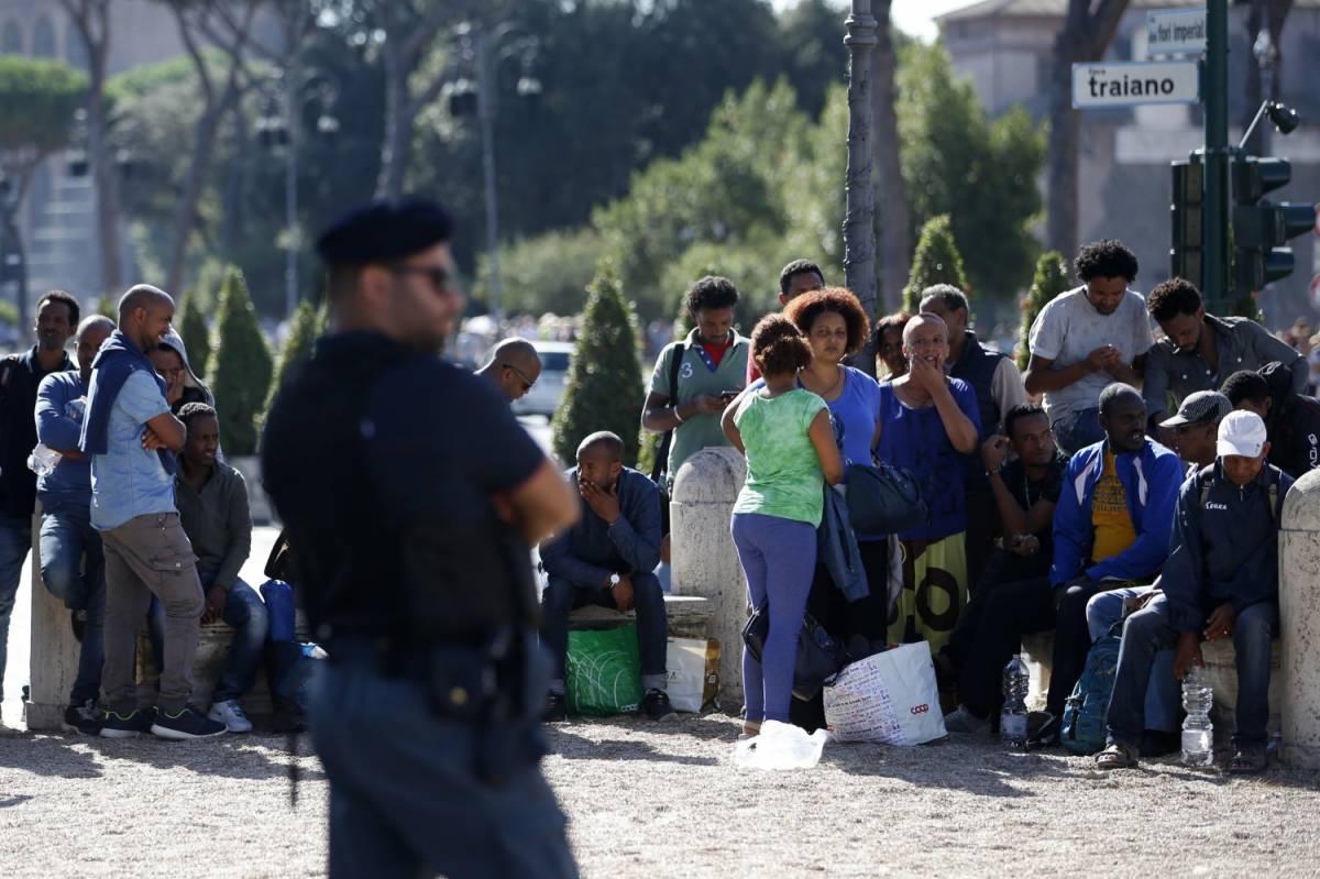 """Salvini ai vescovi pro immigrati: """"Il Vangelo non dice di accogliere tutti"""""""