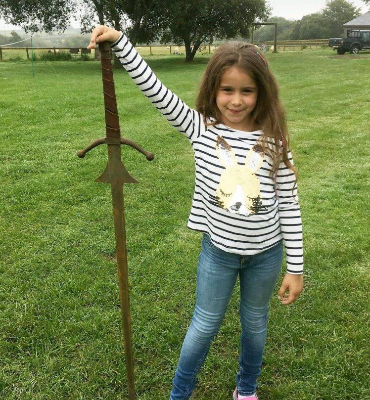 La piccola Mathilda trova Excalibur, la spada di Artù