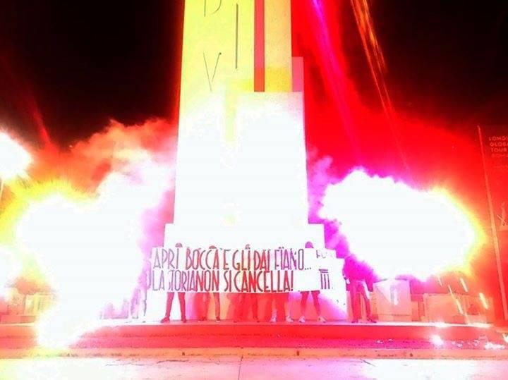 """Roma, blitz contro Fiano sotto l'obelisco """"Dux"""""""